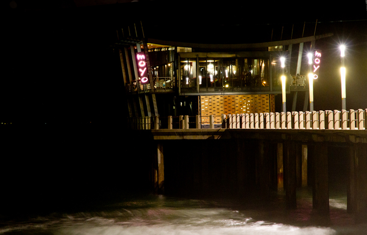 RESTAURANT-ON-THE-SEA